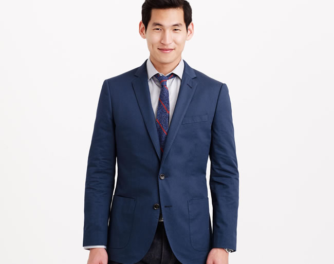 This suit jacket is ideal for warm weather