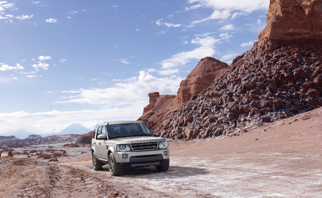 Land Rover unveil the Graphite & Landmark Discovery models set for January 2016 availability.
