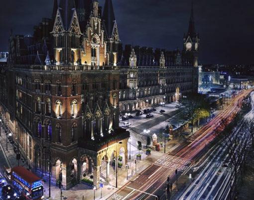 kings cross station london at night