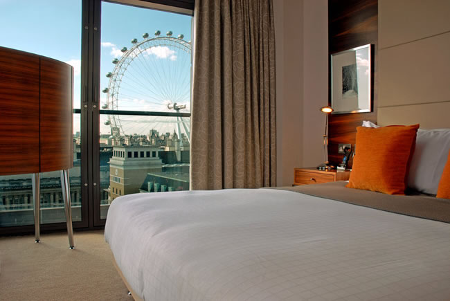 junior suite at Park Plaza County Hall London