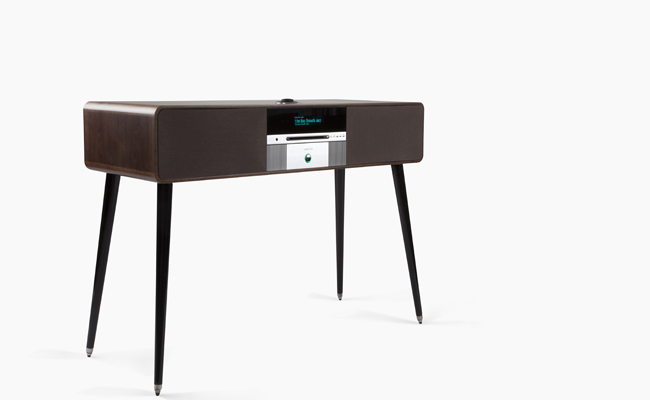 Tradition meets modern in the R7 radiogram.