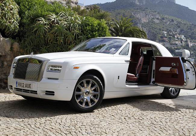 Silent like a phantom, the Rolls-Royce aptly name their model.