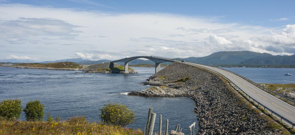 Picturesque Norwegian road tops TomTom Destination.