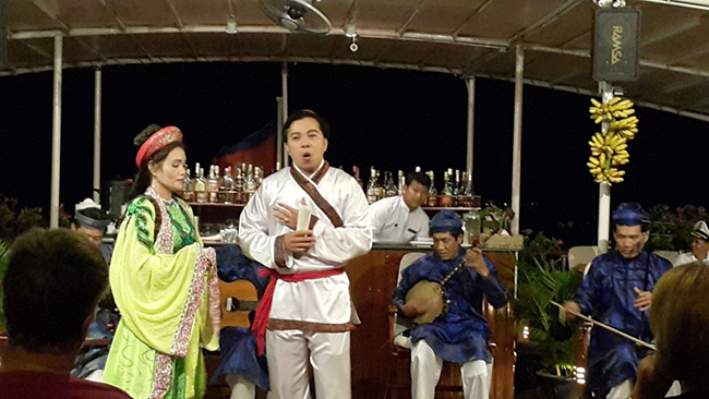 Vietnamese cultural presentation, a song and dance performance