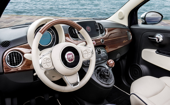 Unique luxuries add a touch of elegance to the Fiat 500 Riva interior.