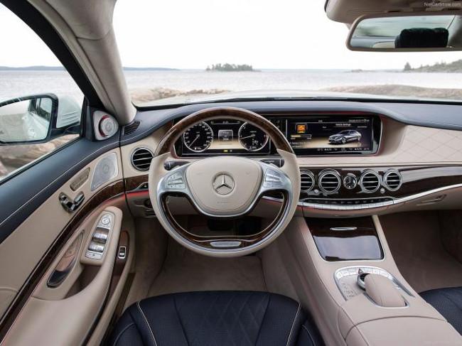 Enjoy the Voiles de St Tropez in a Mercedes E350