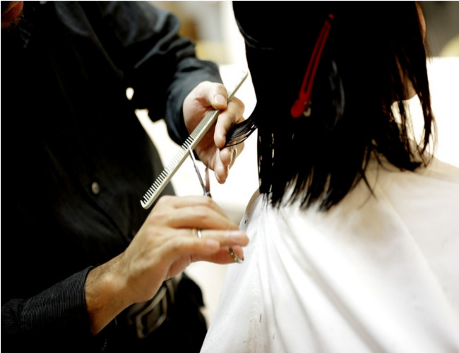 Regular haircuts promotes healthier hair growth. Image Credit: pixabay.com