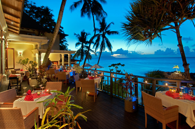Les Cocotiers Restaurant serves Creole specialities that include grilled meat, fish and seafood