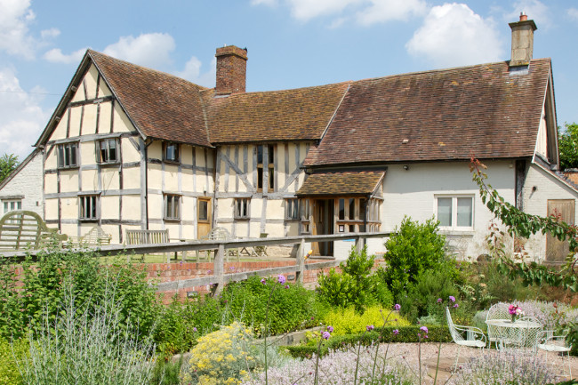 Eckington Manor is nestled in the Avon valleys tucked away on the border of the picturesque Cotswolds