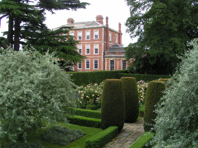Middlethorpe Hall and Spa is a 17th century William and Mary country house standing in 20 acres of manicured gardens and parkland just outside of the historic medieval city of York