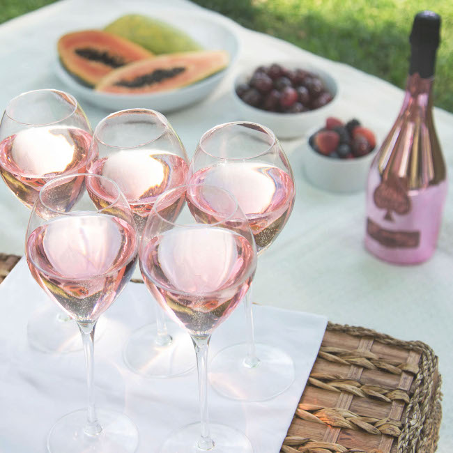 Rose Picnic_Credit Champagne Armand de Brignac