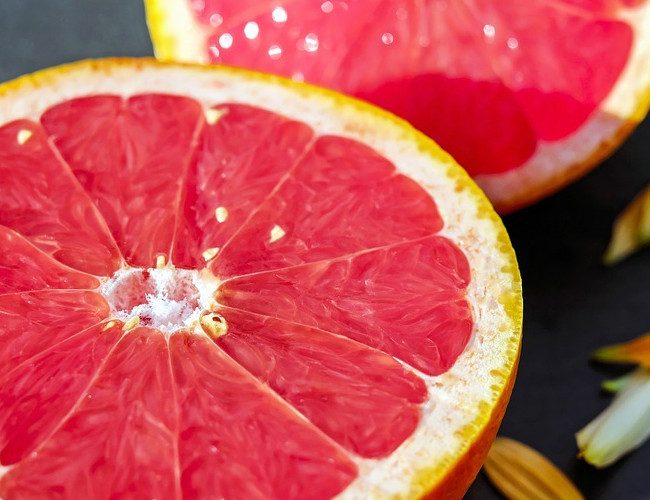 Grapefruit hydrates and helps with weight management. Image credit: pixabay.com.