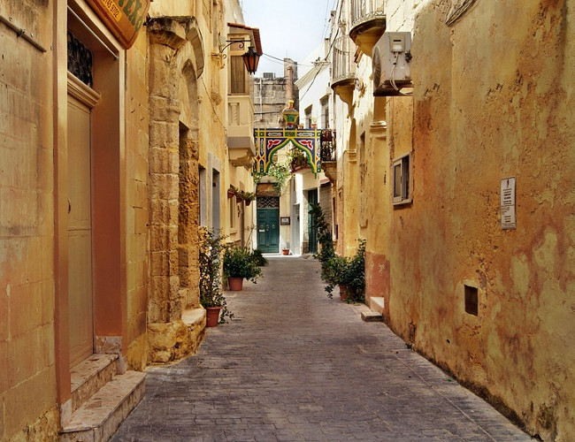 Explore the historic streets of Malta this October. Image Credit: pixabay.com