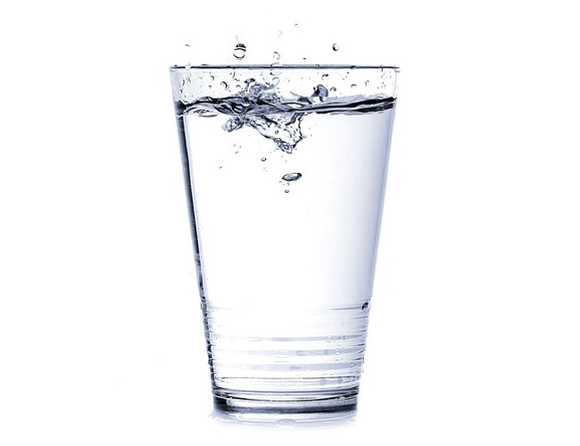 Make sure you drink plenty of water to stay hydrated and stave off migraines. Image credit: pixabay.com.