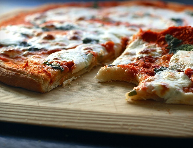Go for the healthier option of an 'Italian-style' thin crust pizza. Image credit: pixabay.com.