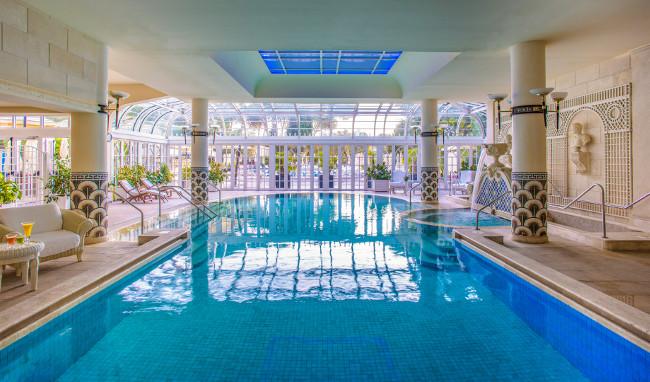 rome-cavalieri-indoor-pool-daytime