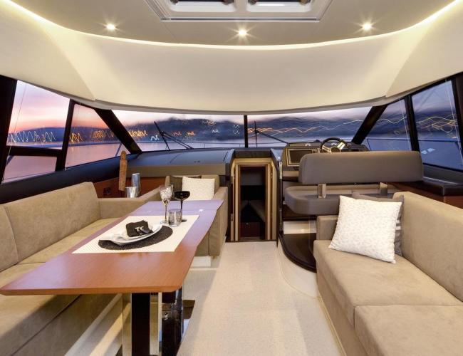 SmartYacht Prestige 500 seating