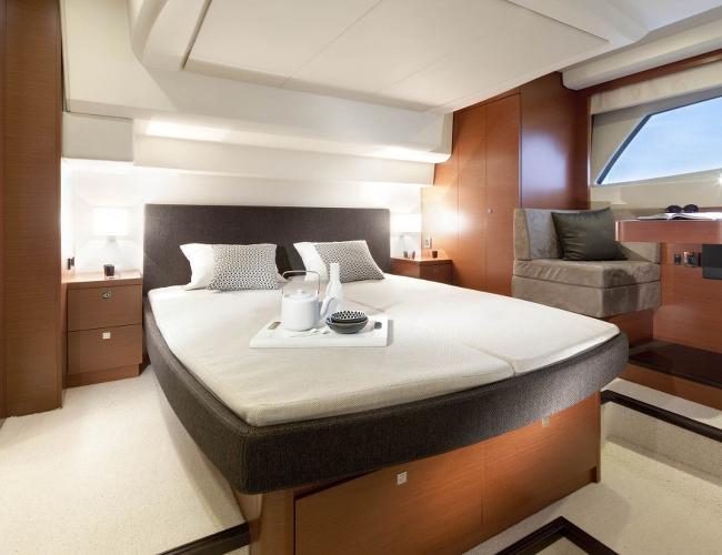 SmartYacht Prestige 500 master cabin
