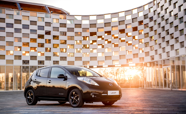 Nissan reveals stylish new LEAF Black Edition.