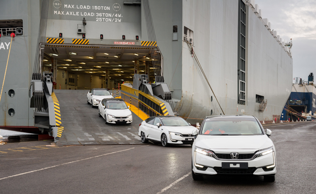 A UK first for Honda as they welcome the arrival of the Clarity Fuel Cell.