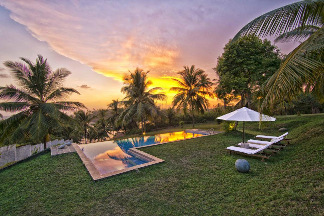 Sir-Lanka-Blue-Villa-pool