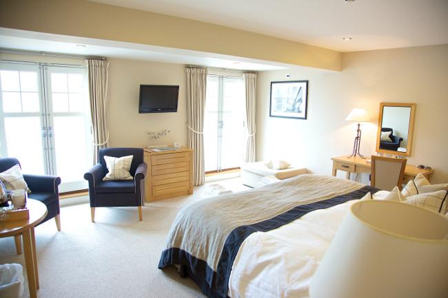 south sands hotel salcombe bedroom