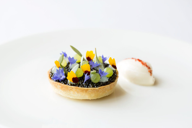 Restaurant Coworth Park-Exmoor Caviar tart, cucumber, yuzu, creme fraiche-highres7