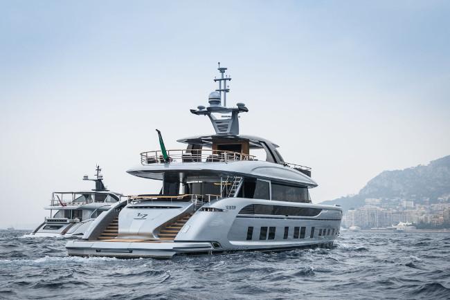 The Dynamiq 35m super-yacht GTT 115 Hybrid
