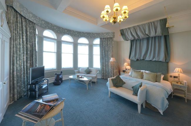 headland hotel bedroom