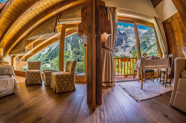Suite sophistication the world 39 s most luxurious hotel for Auberge de la maison courmayeur italy