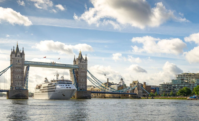 Transatlantic Voyage to Tower Bridge in Ultra-Luxury_preview