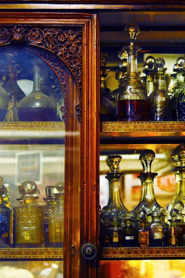 ANCIENT INDIAN PERFUMES IN THE 200 YEAR-OLD PERFUMERY-GULAB SINGH JOHRIMAL