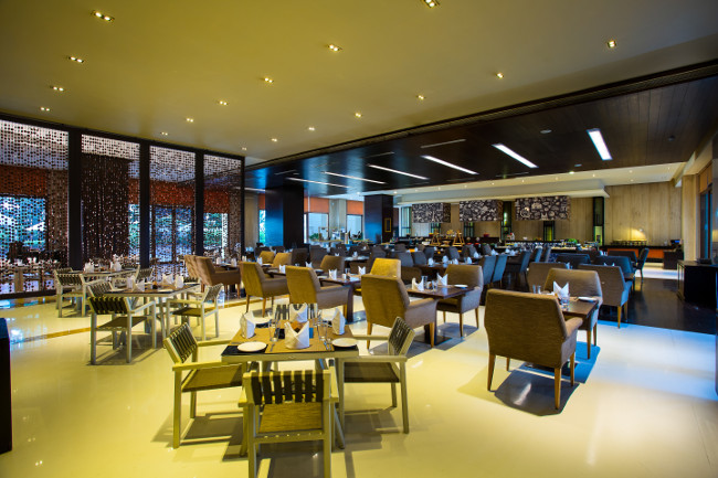 The Square offers a lavish buffet with the Asian, Indian & western live counters