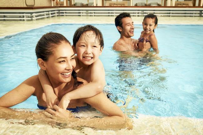 Main Pool Deck_Family_2.jpg-h