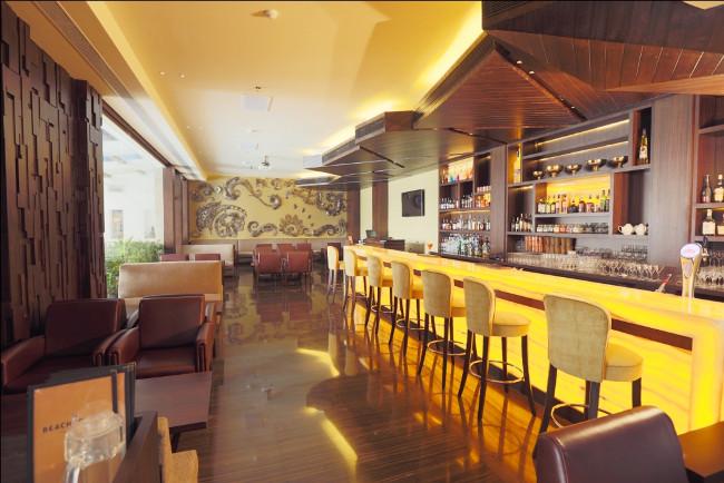 THE CHIC BEACHCOMBER BAR AT SUN N SAND HOTEL MUMBAI