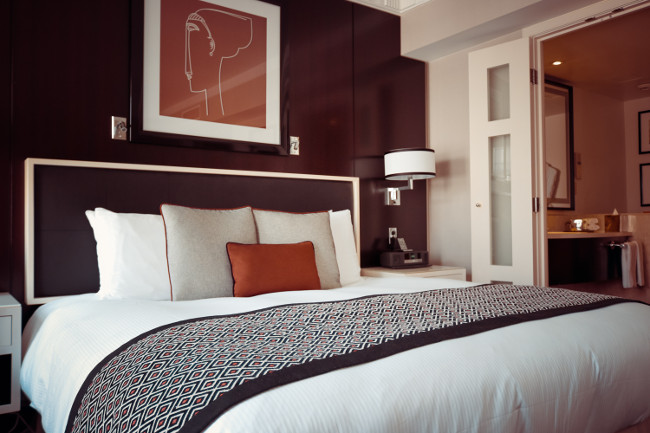 bed-bedroom-cozy