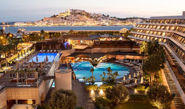 Ibiza-Gran-Hotel-professionals-view-night