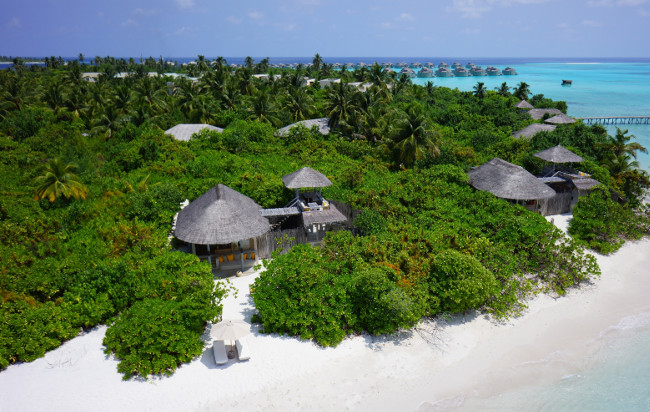 Tropic Breeze - Six_Senses_Laamu_aerial2