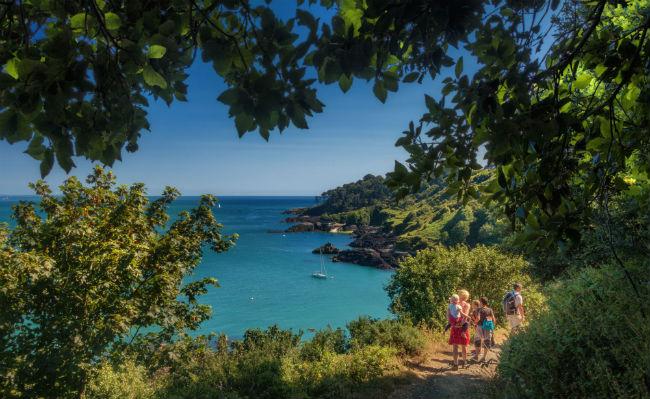 Guernsey-coastline-walk