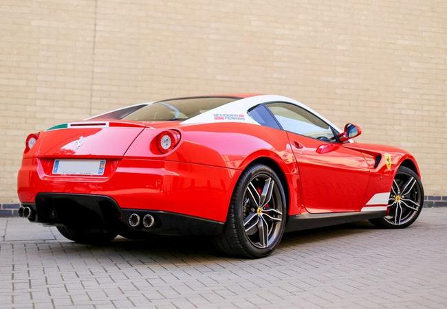 ferrari-luxury-sports-car