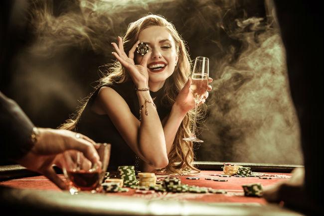 casino-roulette-girl