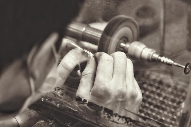 jewelry-manufacturing-1381501_1920