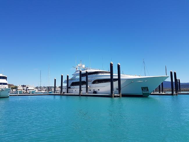 yacht-