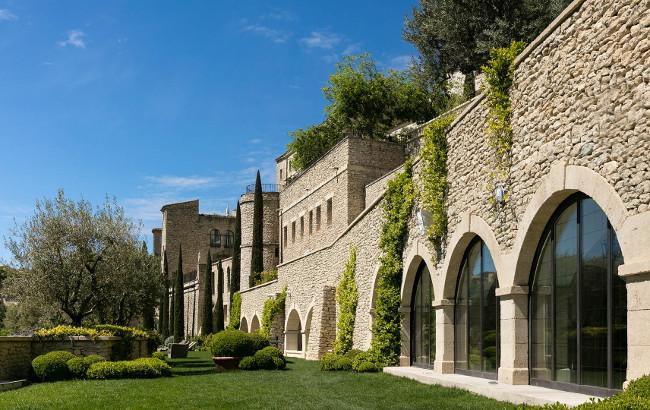 5-star-luxury-hotel-provence-luberon-bastide-de-gordes-garden-outside-2