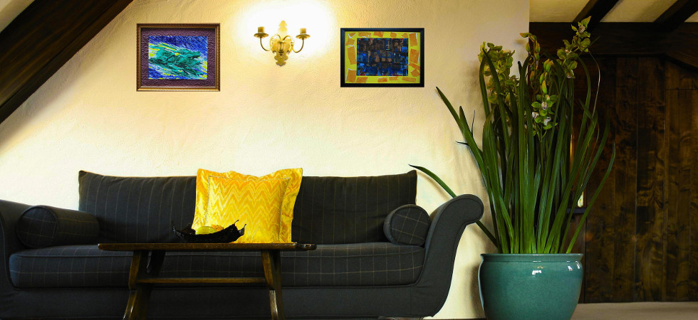 ULTRA CHIC LIVING INTERIORS WITH KISHORE IYENGAR'S ABSTRACT PAINTINGS