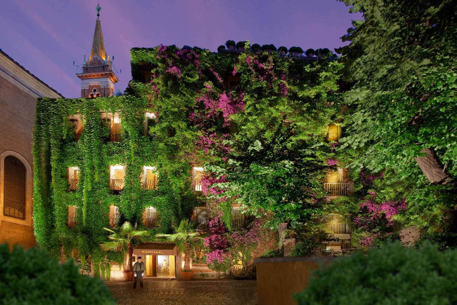 Hotel Review: Hotel Raphael, Rome in Italy