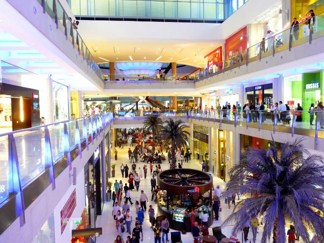 DUBAI, UAE - FEBRUARY 19: Interior View of Dubai Mall 7th largest mall in the world February 19, 2010 in Dubai, United Arab Emirates.