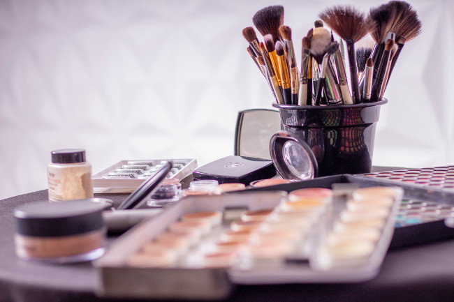 How to apply makeup professionally on yourself