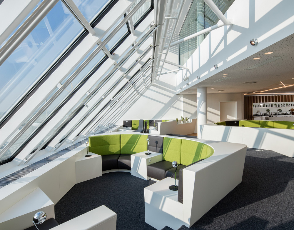 Hospitality chic: Relax in style at Airport Lounge World, Munich International Airport