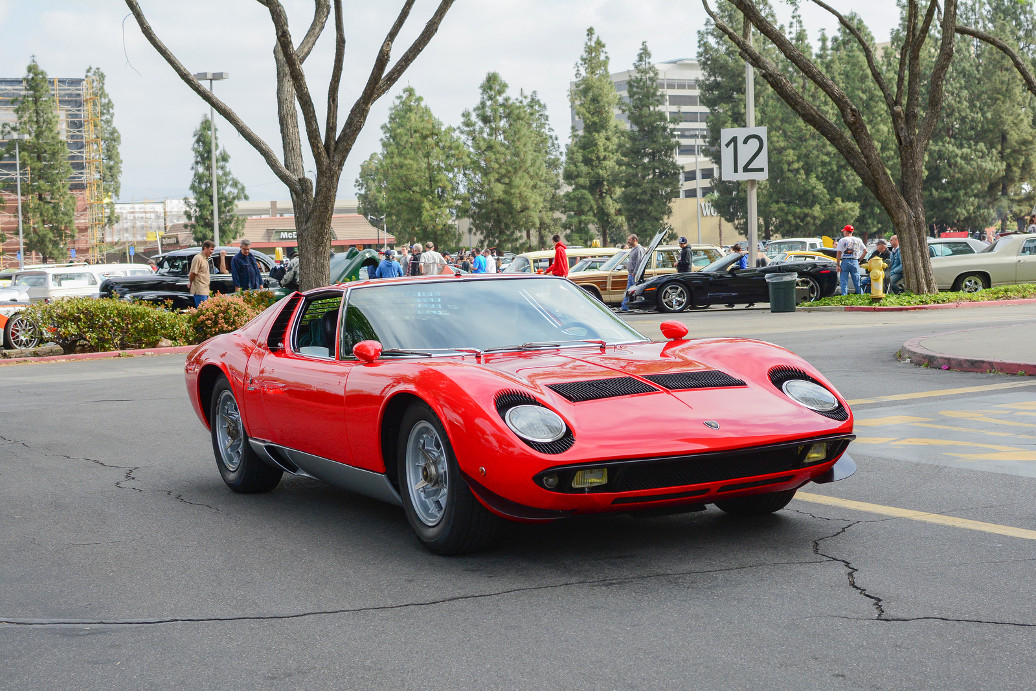 Woodland Hills CA - Abril 5 2015: Lamborghini Miura classic car on display at the Supercar Sunday Pre-1973 Muscle car event.
